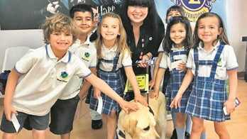 El British Royal School recibe a los perros del Lions Club International
